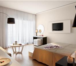 Dhome dyshe Me pamje nga kopeshti