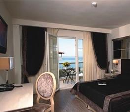 Dhome dyshe me pamje nga deti
